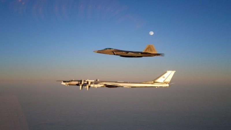 โดนตลบหลัง!! 'รัสเซีย' ส่งเครื่องบินทิ้งระเบิด ลาดตระเวน ติดประตูบ้าน 'สหรัฐฯ' ขณะที่กองทัพอากาศสหรัฐฯ ส่งเครื่องบินรบ ขึ้นสกัดวุ่น