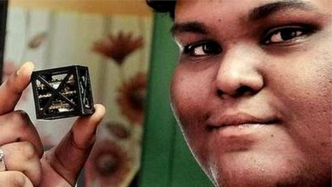 น่าทึ่ง! วัยรุ่นอินเดียสร้างดาวเทียมน้ำหนักเบาที่สุดในโลก