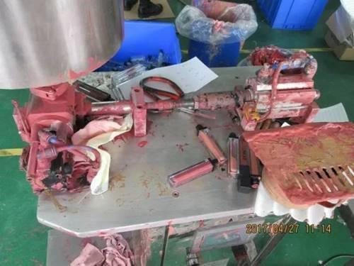 เช็คกระเป๋าด่วน!!! ตำรวจบุกทลายโรงงานเครื่องสำอางปลอม พบสภาพสุดสยอง แบรนด์ดังเพียบ