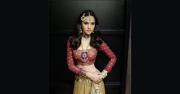 ส่องภาพดาราในชุดสไตล์อินเดีย แต่ละคนจัดเต็มในชุดส่าหรีแบบสวย ๆ มองเผิน ๆ นึกว่าดาราบอลลีวูดมาเองเลยนะเนี่ย