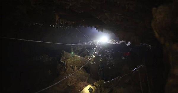 หน่วยซีล เผยคลิปภารกิจทรหด พาหมูป่าออกมาถ้ำหลวง 'ปฏิบัติการที่โลกต้องจดจำ'